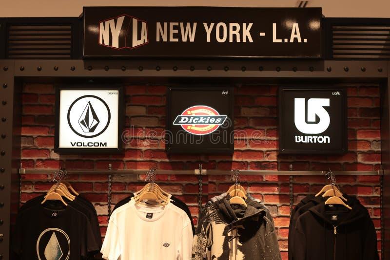 Bangkok Thailand-Sep2018: NYLA New York-merk volcom, dickies, burton overhemdenwinkel bij warenhuis royalty-vrije stock afbeeldingen