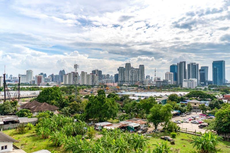 Bangkok Thailand - 13 September, 2018: Bangkok cityscape på Ratchada område med byggnads- och konstruktionszon lite varstans i da arkivbilder