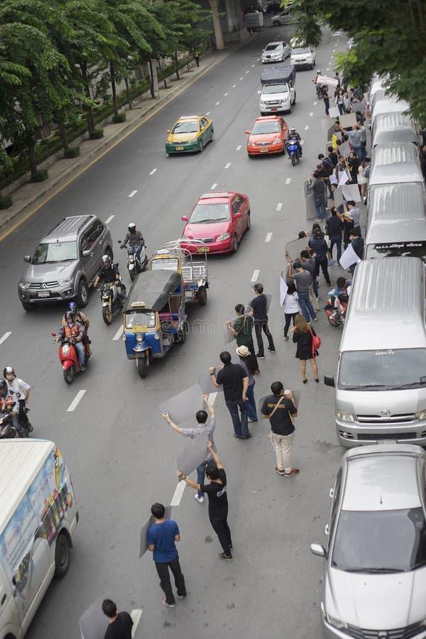 Bangkok, Thailand: 26 september, 2016 - de gebruiker van de doorwaadbare plaatsauto krijgt een flits menigte in Ford Motor Compan royalty-vrije stock afbeelding
