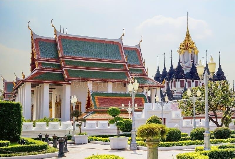 Bangkok Thailand, Wat Ratchanadda The Loha Prasat arkivbilder