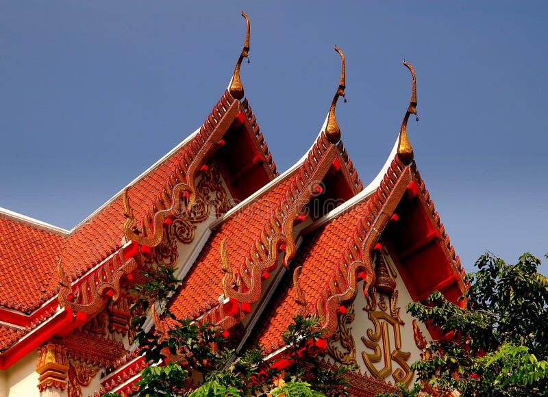 Bangkok, Thailand: Wat Woramhawiharn Roofs royalty-vrije stock afbeelding