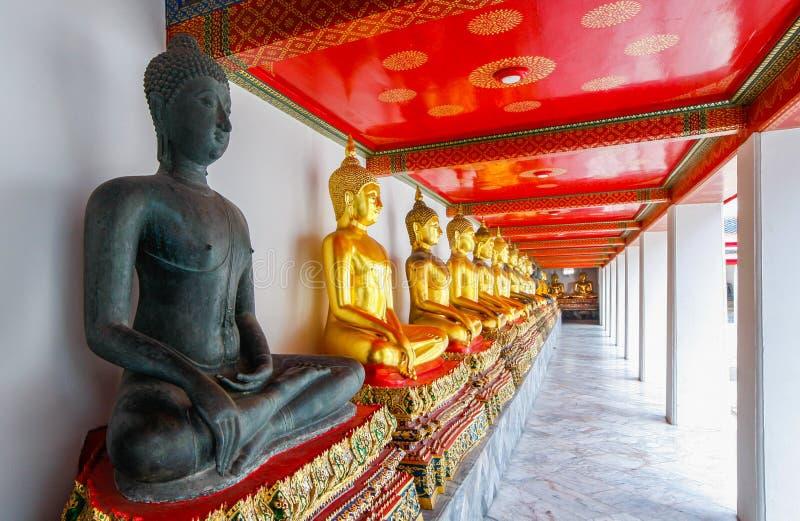 Bangkok - Wat Pho - vila Buddhatemplet arkivfoton