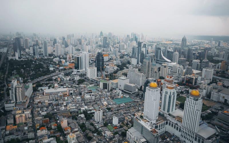 Bangkok widok Nad widok od Baiyoke wierza II wysokiego budynku w wysokim hotelu w Azja Południowo-Wschodnia i mieście, zdjęcie stock