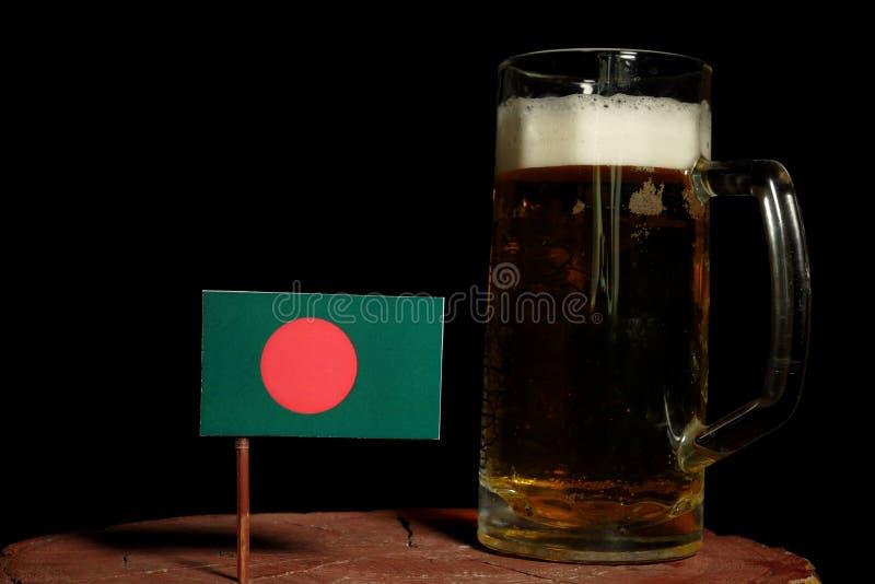 Download Bangladesch-Flagge Mit Dem Bierkrug Lokalisiert Auf Schwarzem Stockbild - Bild von masse, glas: 96933971