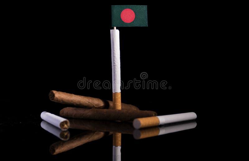 Download Bangladesch-Flagge Mit Zigaretten Und Zigarren Stockfoto - Bild von machtlosigkeit, bangladesh: 96933402
