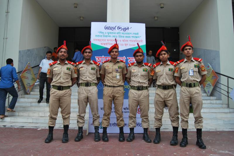 Bangladesh den nationella kadettkåren BNCC är enservice organisation som består av armén, marinen och flygvapnet för skola, c royaltyfri fotografi