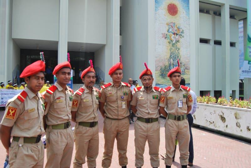 Bangladesh den nationella kadettkåren BNCC är enservice organisation som består av armén, marinen och flygvapnet för skola, c royaltyfri bild