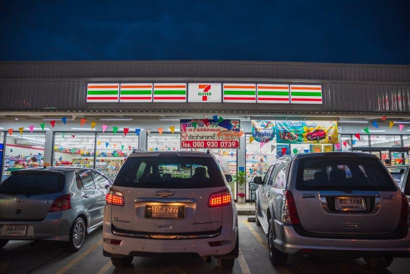 Banglamung Chonburi /Thailand - April 22, 2018: 7 elva shoppar b royaltyfria bilder