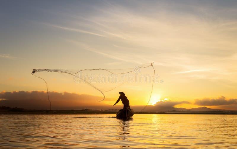 bangpra湖的渔夫行动的,当钓鱼时