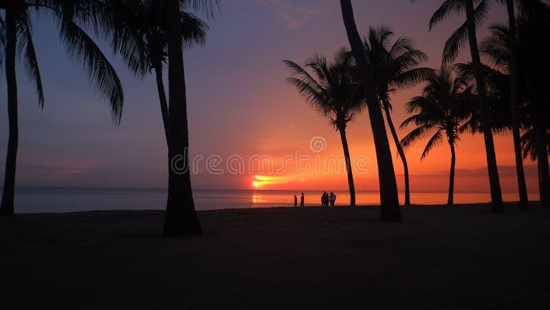 bangsaen strandzonsondergang stock afbeelding