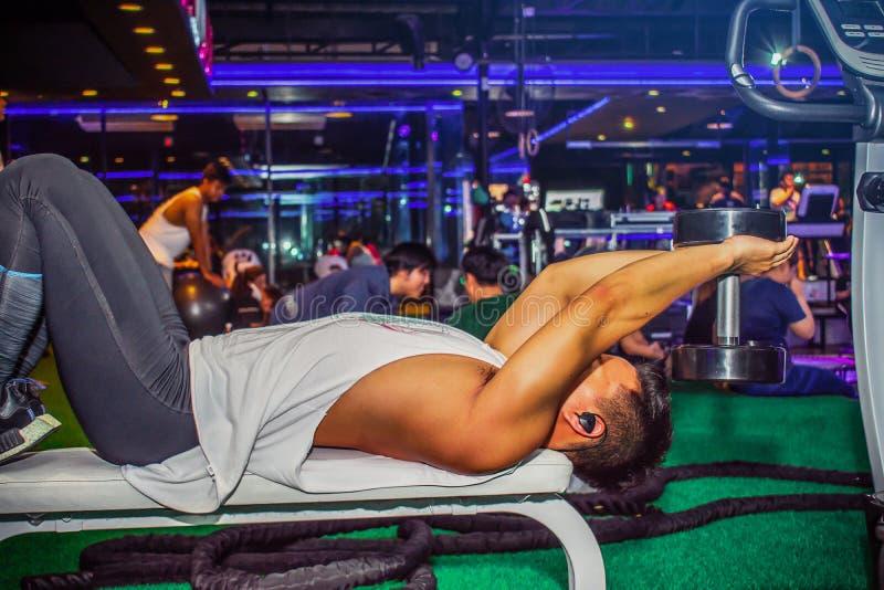 BANGSAN泰国这2018年的8月亚裔人行使胸口worko 免版税图库摄影