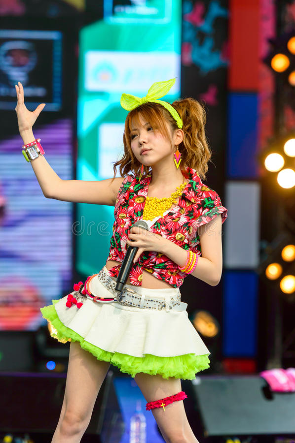 BANGUECOQUE - 30 DE AGOSTO: Tanaka Reina (líder de Vocals) de LoVendor fotografia de stock