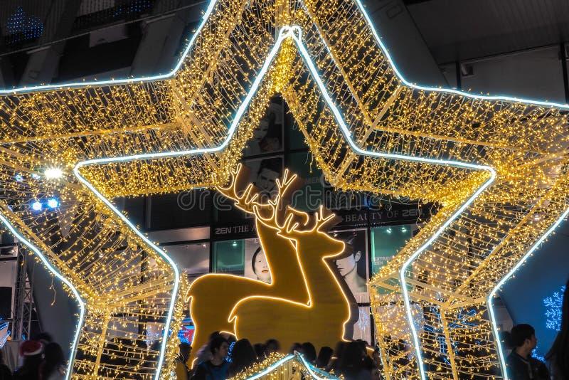 BANGUECOQUE - 23 de dezembro: Natal decorado com cervos e estrelas para Feliz Natal e ano novo feliz 2017 no mundo central sobre fotografia de stock royalty free