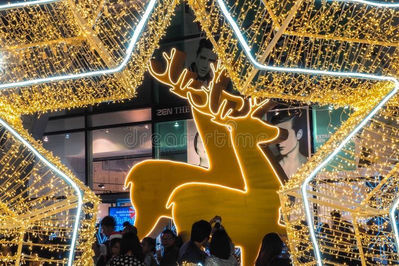 BANGUECOQUE - 23 de dezembro: Natal decorado com cervos e estrelas para Feliz Natal e ano novo feliz 2017 no mundo central sobre fotografia de stock