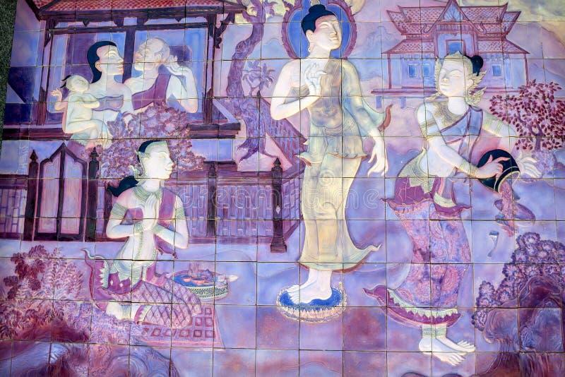 BANGUECOQUE - 20 DE MARÇO DE 2013: Telha com imagens budistas em Tailândia fotos de stock