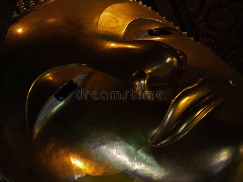 Banguecoque - face de Buddha de reclinação fotografia de stock royalty free