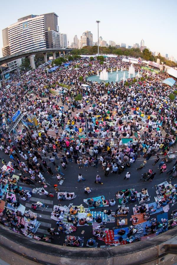 Banguecoque, o 13 de janeiro de 2014: Anti-Thaksinomics protestors recolhidos a imagem de stock royalty free