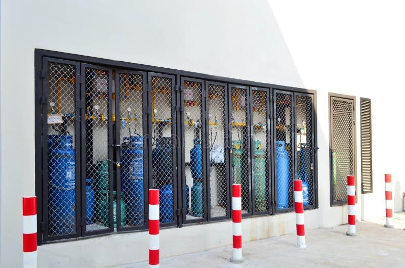Banguecoque, Tailândia - 1º de janeiro de 2018: Cylinde azul e verde do LPG foto de stock royalty free