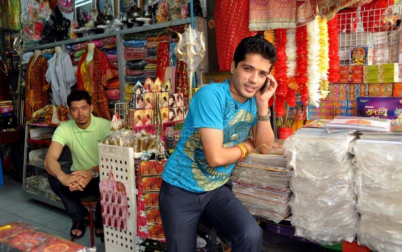 Banguecoque, Tailândia: Comerciantes em pouco India imagem de stock