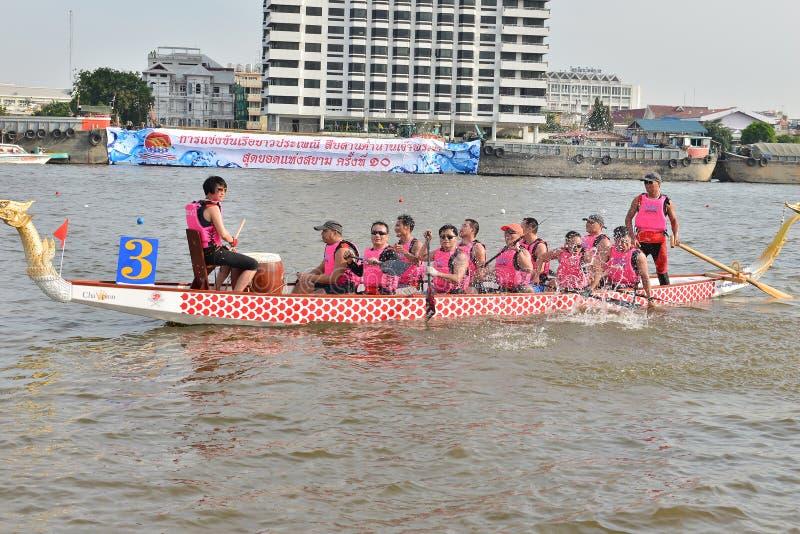 Banguecoque, Tailândia 20 de dezembro de 2015: Equipes de barco de China a competência fotos de stock royalty free