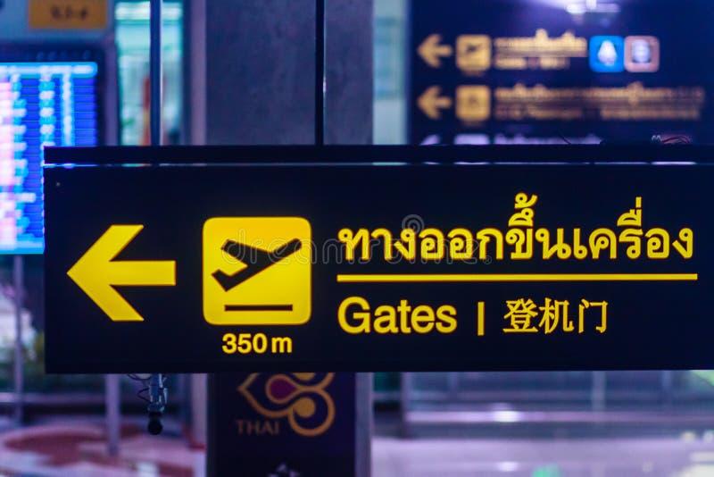 Banguecoque, Tailândia - 21 de fevereiro de 2017: Passageiros no Escalat imagem de stock