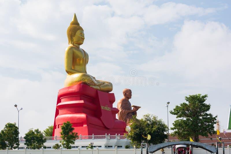 Banguecoque, Tailândia - 20 de janeiro de 2016: Templo do budista ao longo de Chao Phra Ya River em Banguecoque Uma visita a Bang foto de stock