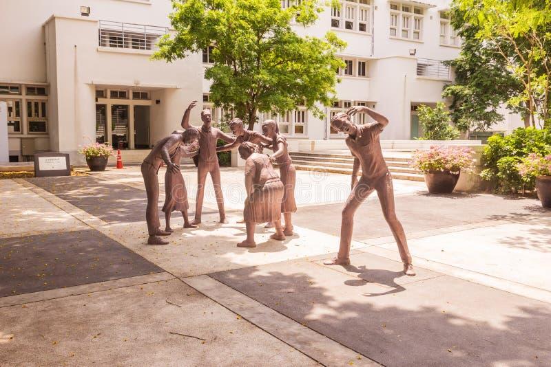 Banguecoque, Tailândia - 5 de junho de 2016: Estátua do estudante ou o erudito ou o collegian na faculdade da arte, universidade  fotografia de stock royalty free