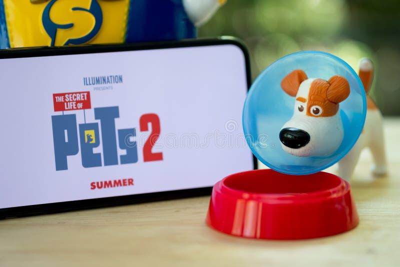 Banguecoque, Tail?ndia - 2 de junho de 2019: O brinquedo do c?o da vida secreta do filme dos animais de estima??o 2 ? uma com?dia fotos de stock