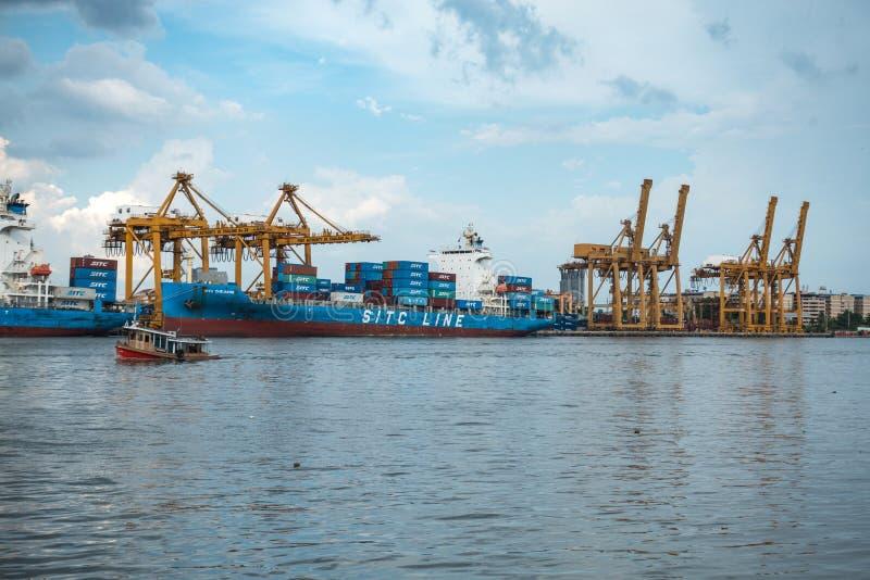 Banguecoque, Tailândia - 11 de maio de 2017: Autoridade portuária de Banguecoque de Tha fotografia de stock royalty free