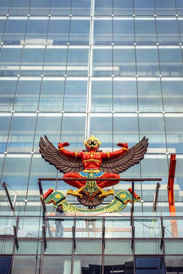 BANGUECOQUE, TAILÂNDIA - 29 DE MAIO: O emblema nacional de Tailândia na fotografia de stock royalty free