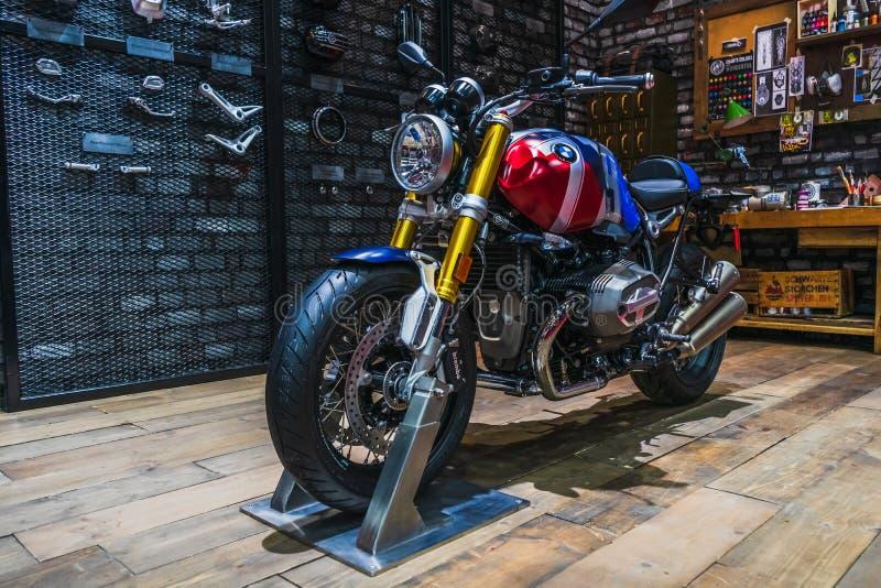 Banguecoque, Tailândia - 31 de março de 2019: BMW R nove bicicleta despida do torrador da opção 719 de T alterada na exposição na imagens de stock royalty free