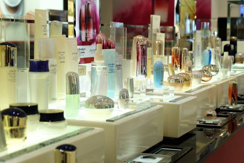 Banguecoque, Tailândia - 8 de março de 2018: Produtos cosméticos de limpeza da espuma de Shiseido, no quadrado de Seacon foto de stock