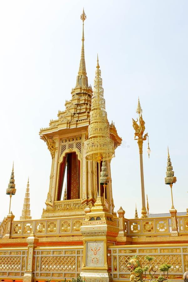 Banguecoque, Tailândia - 4 de novembro de 2017; Ouro do crematório real fotografia de stock royalty free