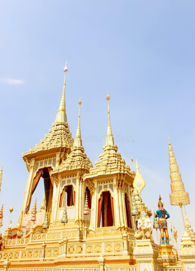 Banguecoque, Tailândia - 4 de novembro de 2017; Ouro do crematório real imagem de stock royalty free