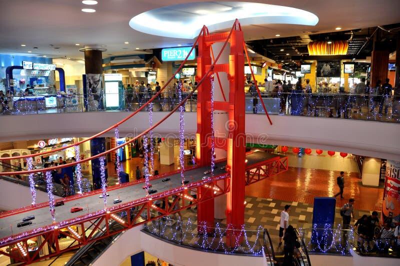 Banguecoque, Tailândia: Modelo de golden gate bridge no terminal 21 foto de stock