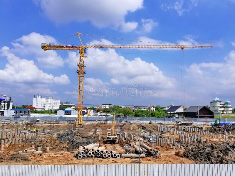 Banguecoque, Tailândia, o 22 de abril de 2018, trabalhadores da construção junto a fotografia de stock