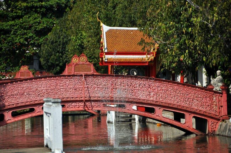 Banguecoque, Tailândia: Ponte de Wat Benchamabophit imagem de stock royalty free