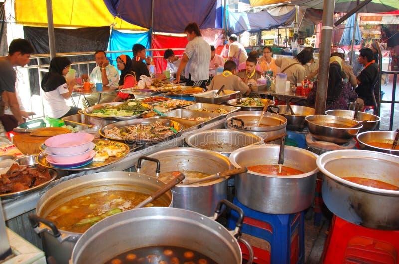 Banguecoque, Tailândia: Pouco restaurante ao ar livre de India imagem de stock