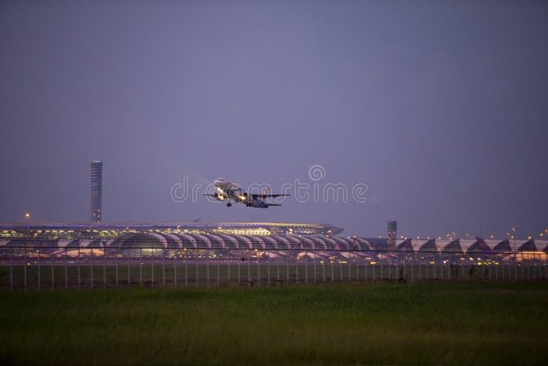 Banguecoque Tailândia - september29,2018: a partida plana da via aérea de Banguecoque do aeroporto do suvarnbhumi, via aérea de B imagens de stock royalty free