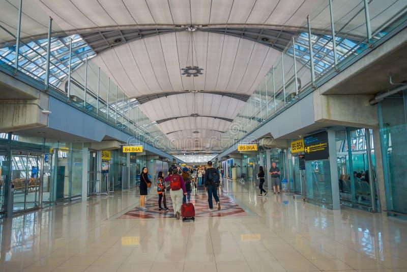 BANGUECOQUE, TAILÂNDIA - 1º DE FEVEREIRO DE 2018: A ideia interior da chegada Salão em Don Mueang International Airport, terminal fotos de stock