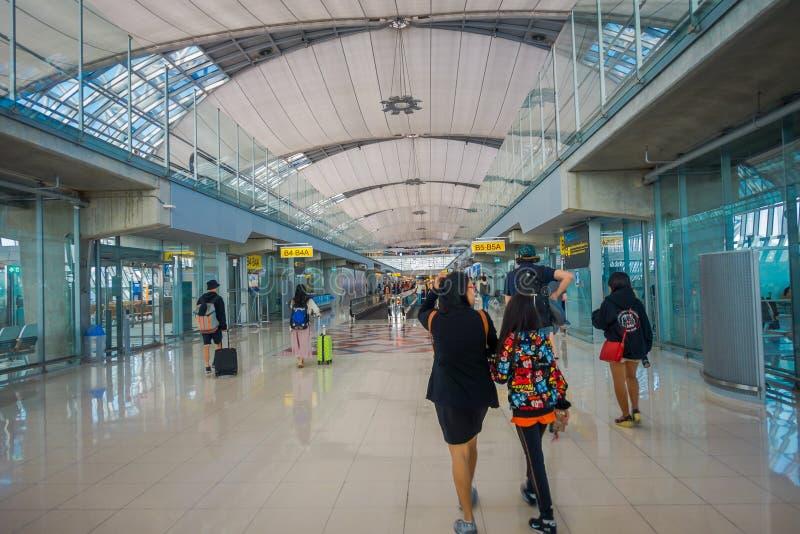 BANGUECOQUE, TAILÂNDIA - 1º DE FEVEREIRO DE 2018: A ideia interior da chegada Salão em Don Mueang International Airport, terminal imagens de stock