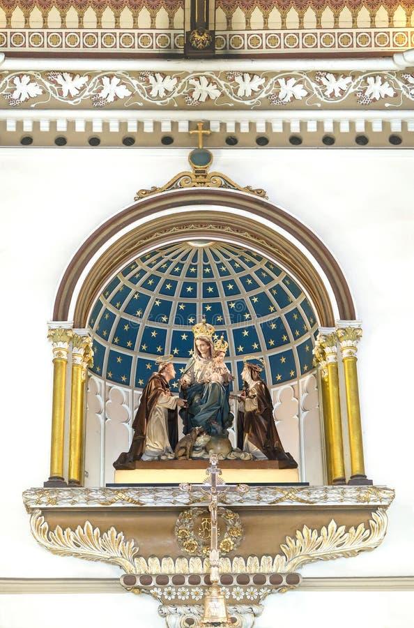 BANGUECOQUE, TAILÂNDIA – 16 DE JULHO DE 2019: Estátua de Mary, de Jesus, de St Catherine e de St Dominic dentro da igreja santame fotografia de stock royalty free