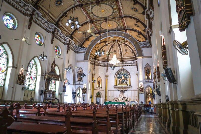 BANGUECOQUE, TAILÂNDIA – 16 DE JULHO DE 2019: Para dentro da igreja santamente do rosário, Samphanthawong, Banguecoque, Tailândia fotos de stock
