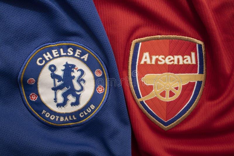 BANGUECOQUE, TAIL?NDIA - 11 DE MAIO: O logotipo de Chelsea e de arsenal na camiseta em maio 11,2019 do futebol Enfrentar-se-?o so imagem de stock
