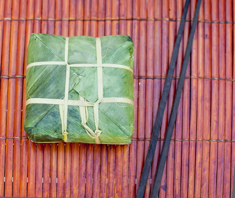 Banh Chung, Traditioneel heden voor Maannieuwjaar, Vietnamese schotel stock fotografie