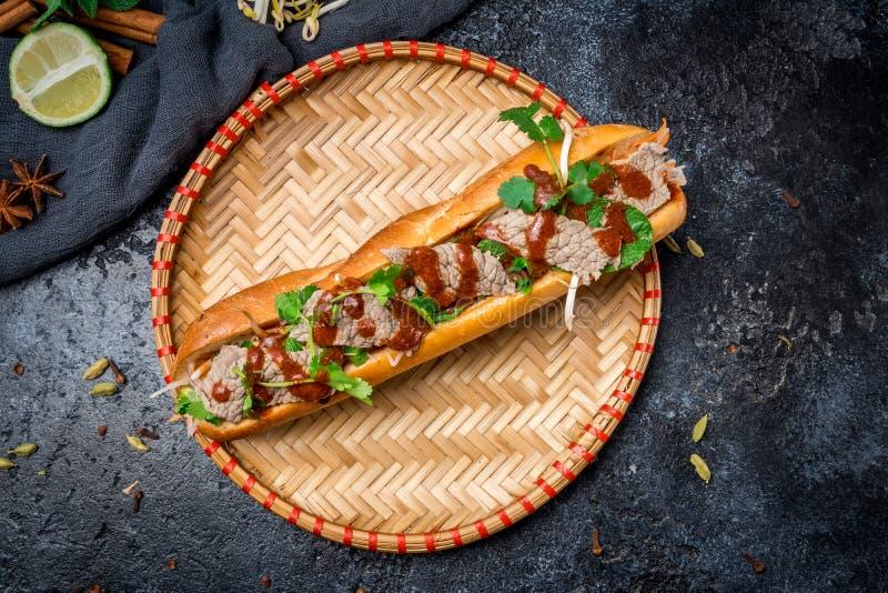 Banh MI com carne imagens de stock