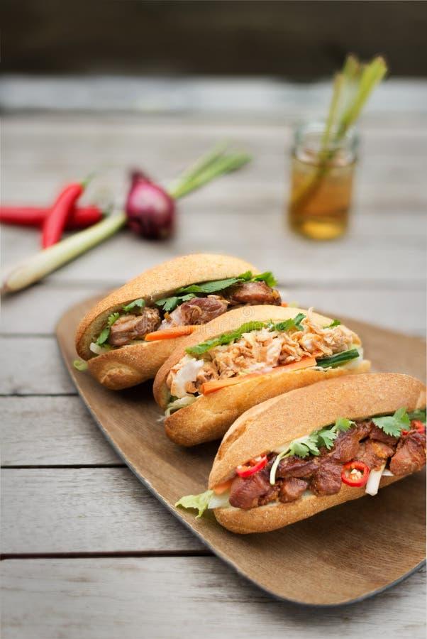 Banh Mi, Vietnamees brood drie smaken stock foto