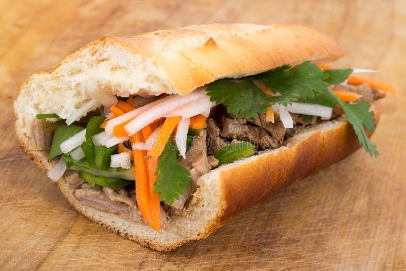 Banh mi Vietnamese varkensvleessandwich stock afbeeldingen
