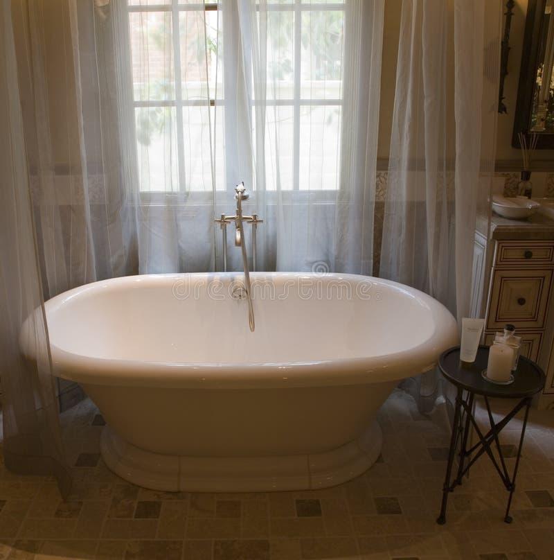 Banheira home luxuosa. foto de stock royalty free