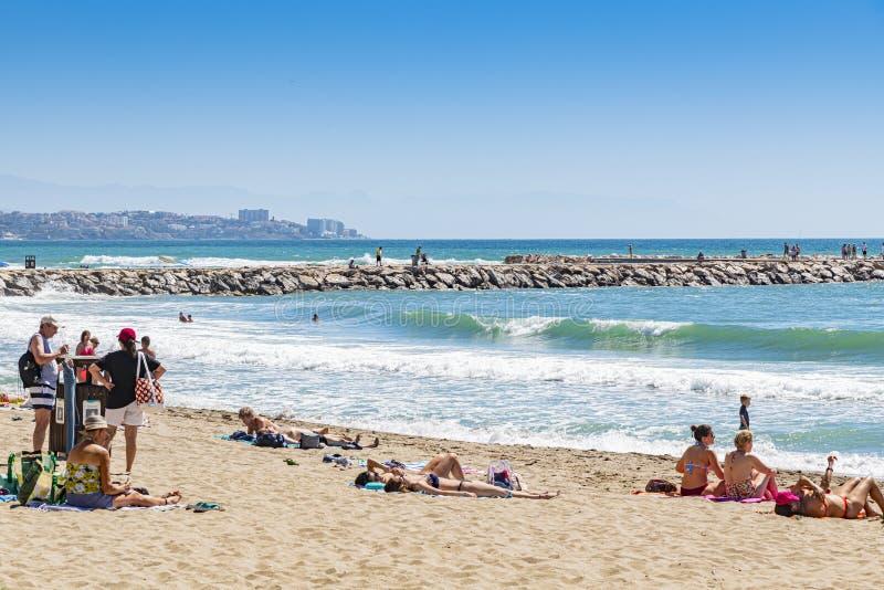 Banheiras nas ondas Fuengirola Espanha fotografia de stock royalty free
